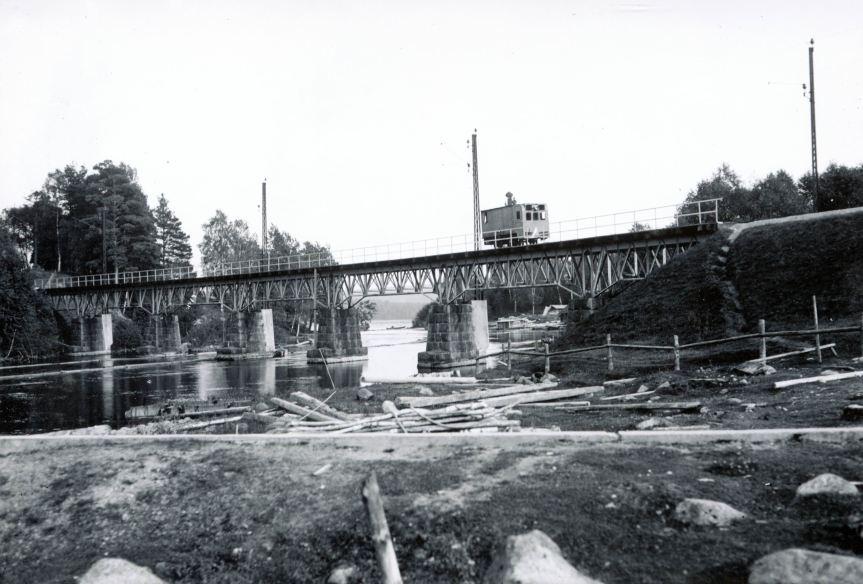 Järvägsbron Årås Ångdressin på bron