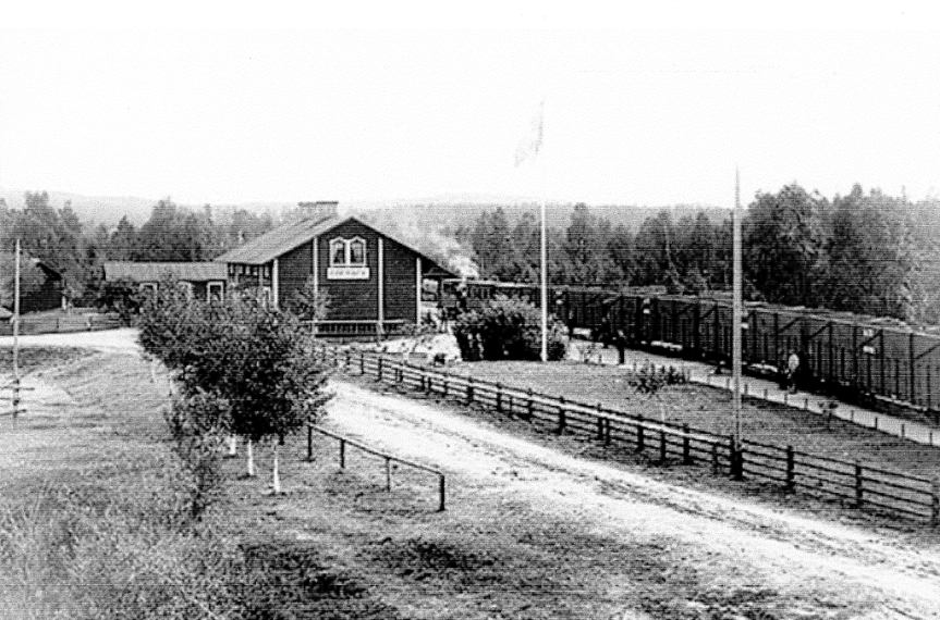 Kolvagnar efter loket Edebäck station a_DxO